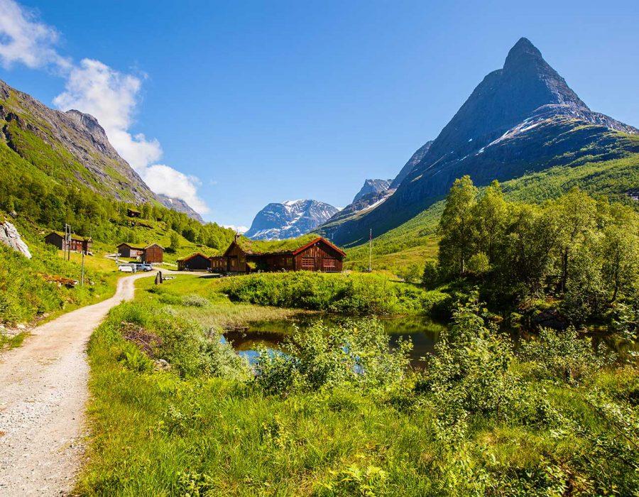 innerdalen-valley-beautiful-hiking-destination-nor-small.jpg